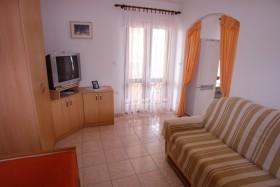 Další pohled na obývací pokoj