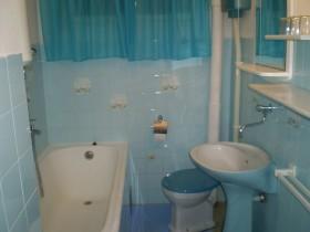 Druhá koupelna s vanou