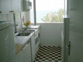 Kuchyně se dvěmi lednicemi