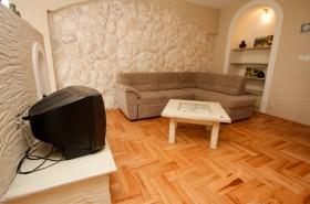Pohovka v obývací části