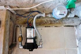 Vodní pumpa a měřič spotřeby