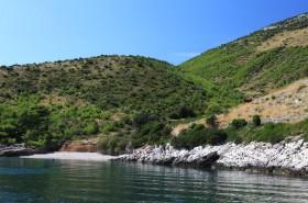 Zátoka Spilice s oblázkovou pláží
