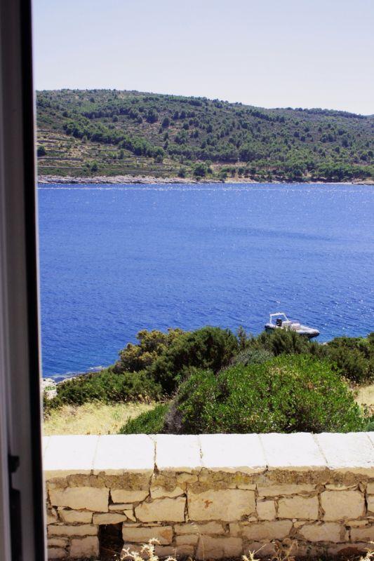 Widok na morze i wyspę Vis