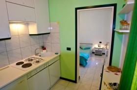 Pohled na ložnici z kuchyně