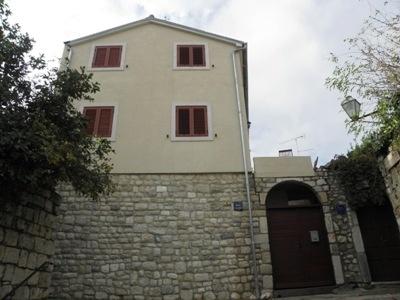 Apartments 1321-25