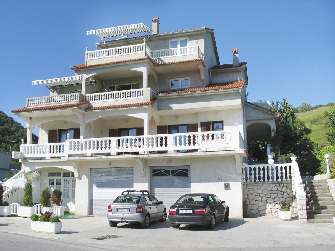 Apartments 1321-190