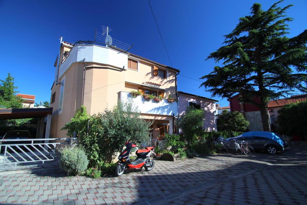 Apartment 1348-53