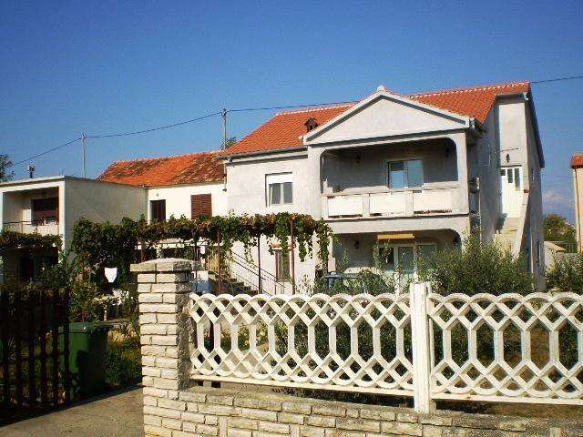 Apartments 1350-270