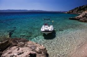 Možnost kotvení člunu přímo u pláže