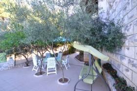 Posezení ve stínu oliv