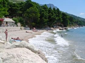 Pláž hned pod kempem