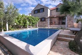 Bazén u vily