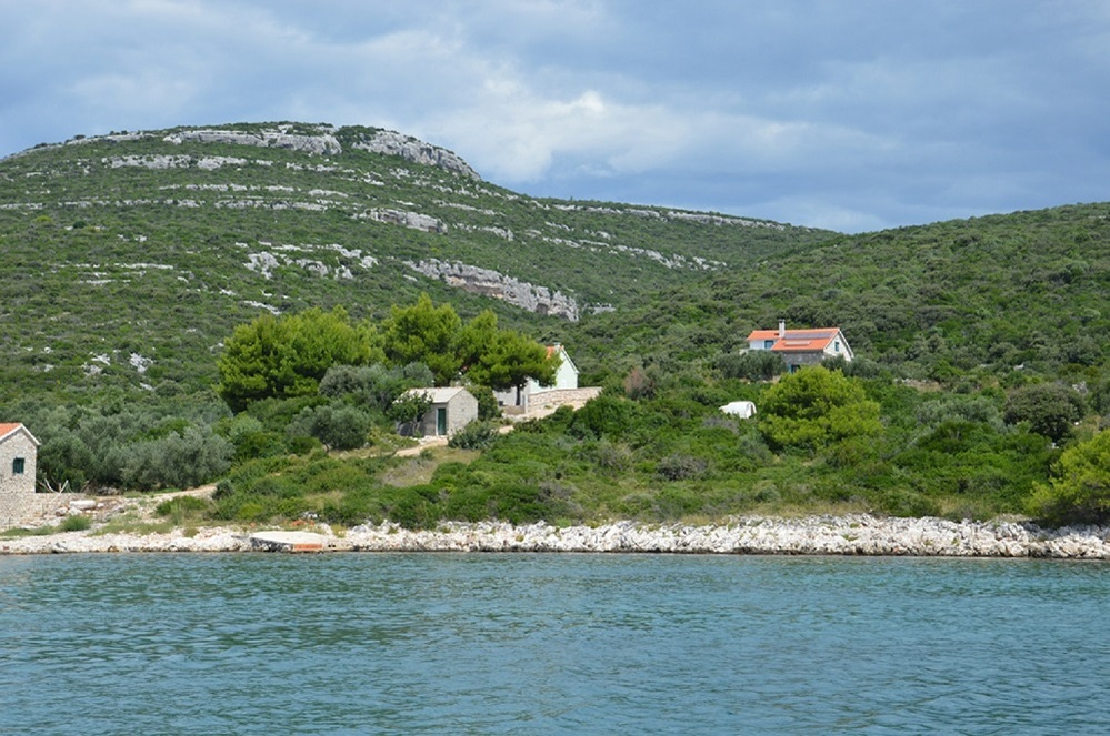 Secluded holiday home Aries