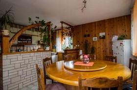 Jídelní stůl v obývacím pokoji