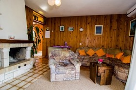 Obývací pokoj s krbem