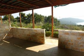 Prostorná terasa před APP 2+2 1
