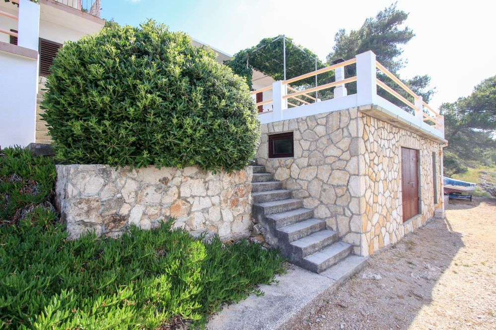 Secluded holiday home Delphinus