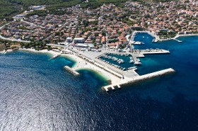Hlavní město ostrova Brač