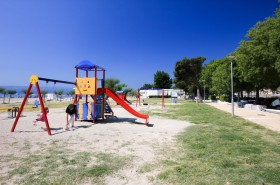 Dětské hřiště u pláže