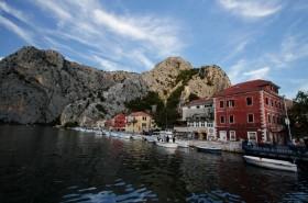 Řeka Cetina protékající Omišem