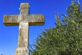 Pamatný kříž v letovisku