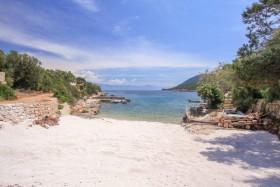 Písečná pláž a výhled na moře