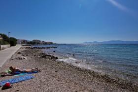 Pohled z pláže Česminica do druhé strany