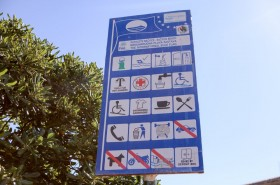 Písečná pláž Bačvice je oceněna modrou vlajkou