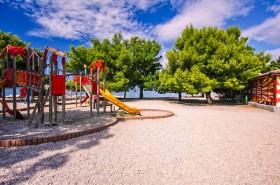 Dětské hřiště (placený úsek pláže)