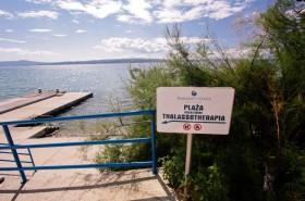Pláž Thalassoterapia před proslulým lázeňským a rehabilitačním centrem v Crikvenici
