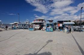 Možnost zakoupení lodních výletů v přístavu
