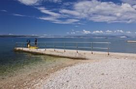 Přístup do moře uzpůsobený pro zdravotně postižené (placený úsek pláže)