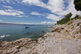 Přírodní skalnaté pláže