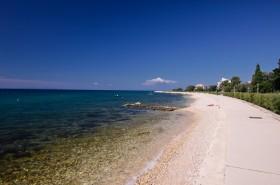 Promenáda podél pláže