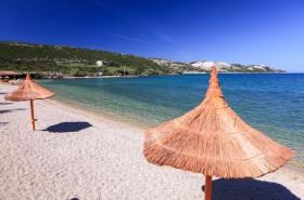 Slunečníky na pláži