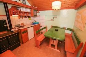 Kuchyňský kout s jídelním stolem