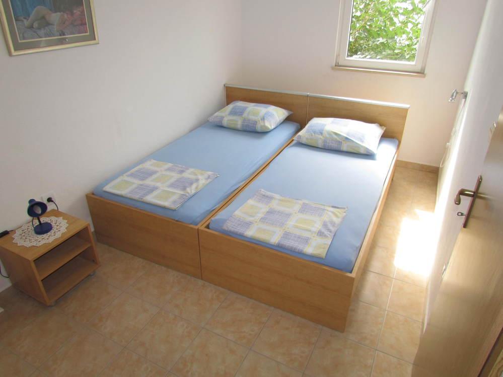 Apartments 1563-27
