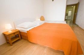 Manželská postel a přistýlka