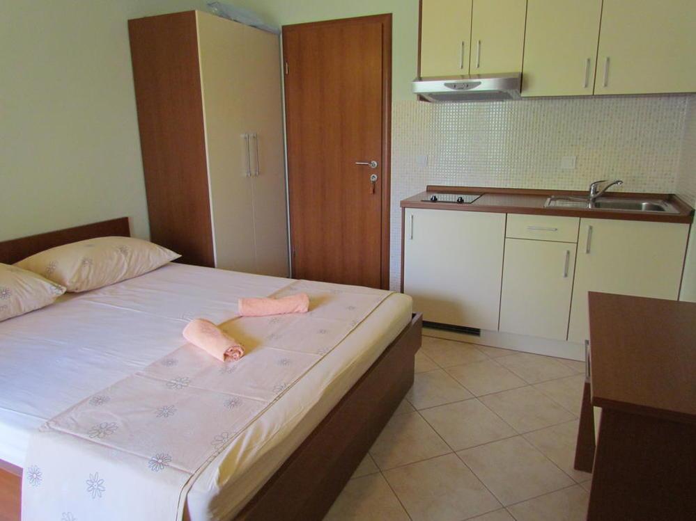 Apartments 1563-28