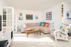 Moderně zařízen obývací pokoj
