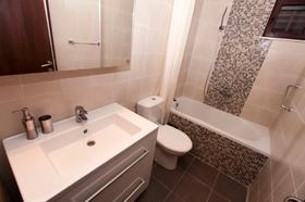 První koupelna - přízemí