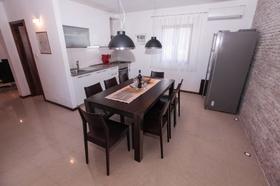 Jídelní stůl a kuchyňský kout