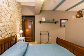 Stěna oddělující obývací pokoj