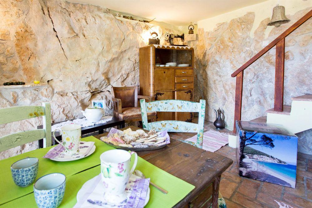 Kamenný dům 1355-1178