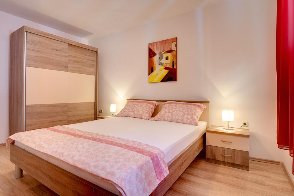 Apartment 1318-82