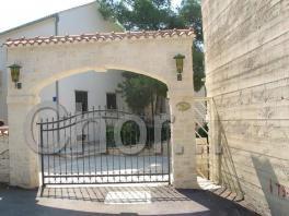 Hlavní brána do vily