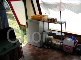 Vybavení všech stanů - lednice 140 l s mrazákem, veškeré nádobí, dřevěná podlaha a linoleum…