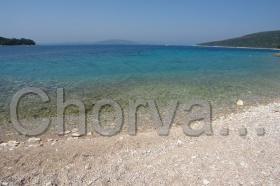 Obláková pláž v letovisku Maslinica