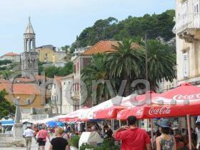 Pohled od náměstí k přístavu