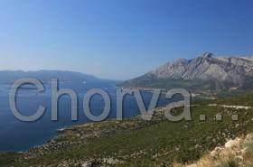 Pohled na Orebić (vpravo) a Korčulu